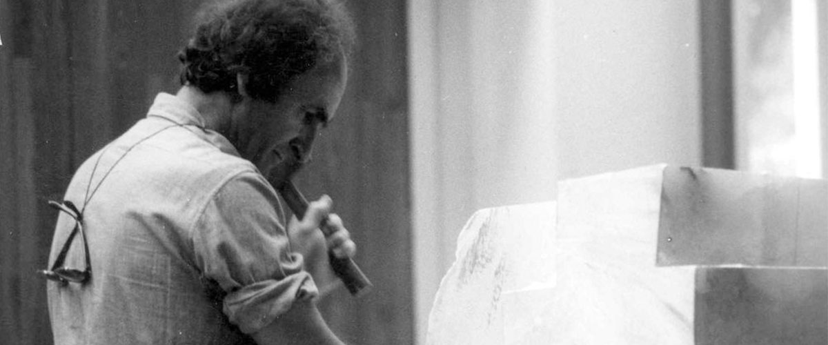 Photograph of Eduardo Chillida sculpting marble with a mallet and chisel